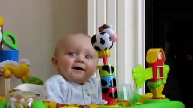 Le bébé terrorisé par sa mère qui se mouche !
