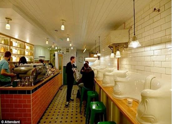 El color comunica: un baño público convertido en bar gourmet ...