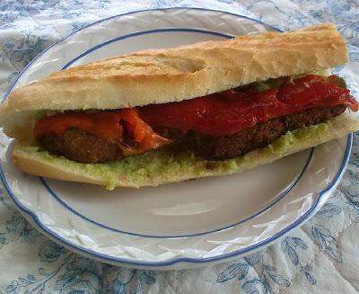 Bocata Vegano de Hamburguesa, Pimiento y Aguacate (Nº 1)