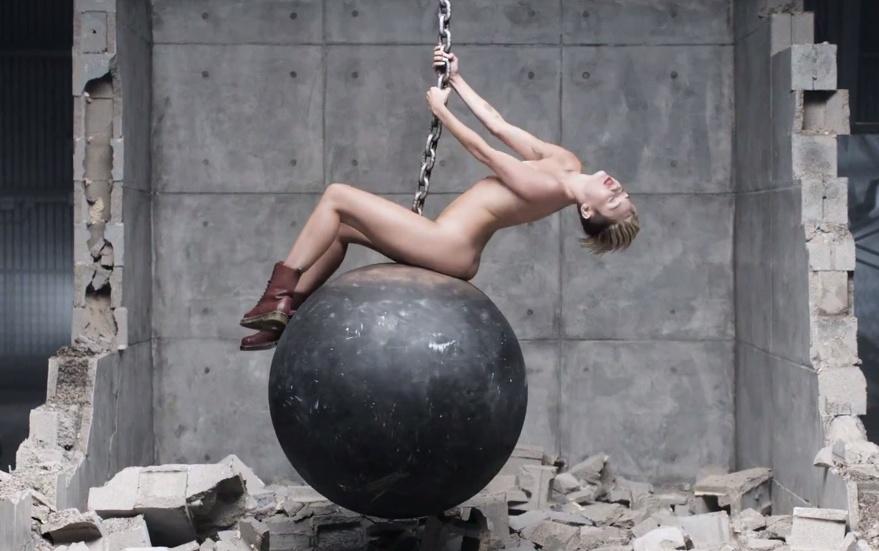 Miley Cyrus Se Desnuda En El Nuevo Video Musical