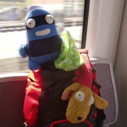Edredón y Gamberro en el tren, camino de Bilbao