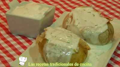 Patatas asadas con crema agria