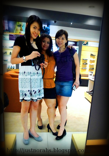 All of us were wearing different collections of Rockport Women's shoe and  camwhoring. ^-^ We enjoyed our shopping @Rockport 1 Utama Concept Store.