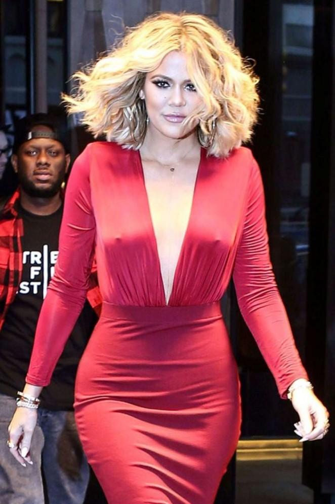 Khloe Kardashian goes braless in a revealing dress!