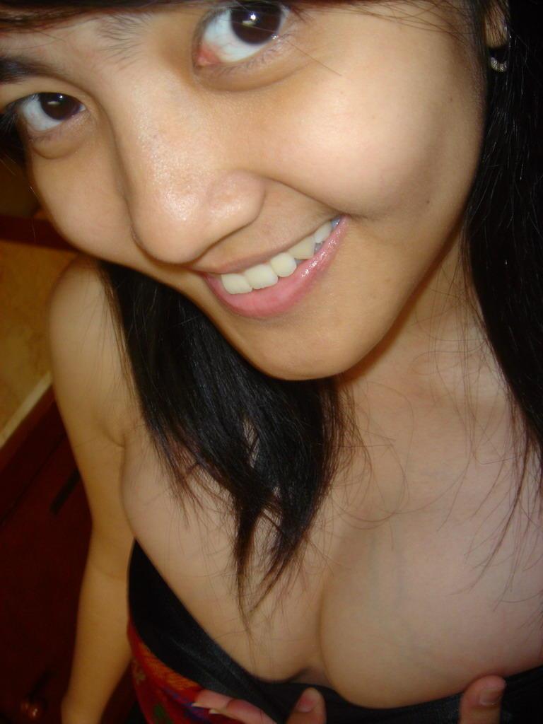 ayam kampus hot telanjang pamer toket dan bokong semok Pic 5 of 35