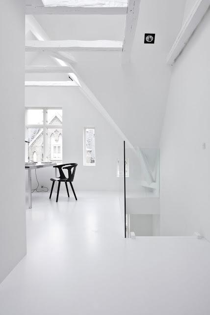 Das weiße Nichts in Kopenhagen inszeniert von Norm Architects