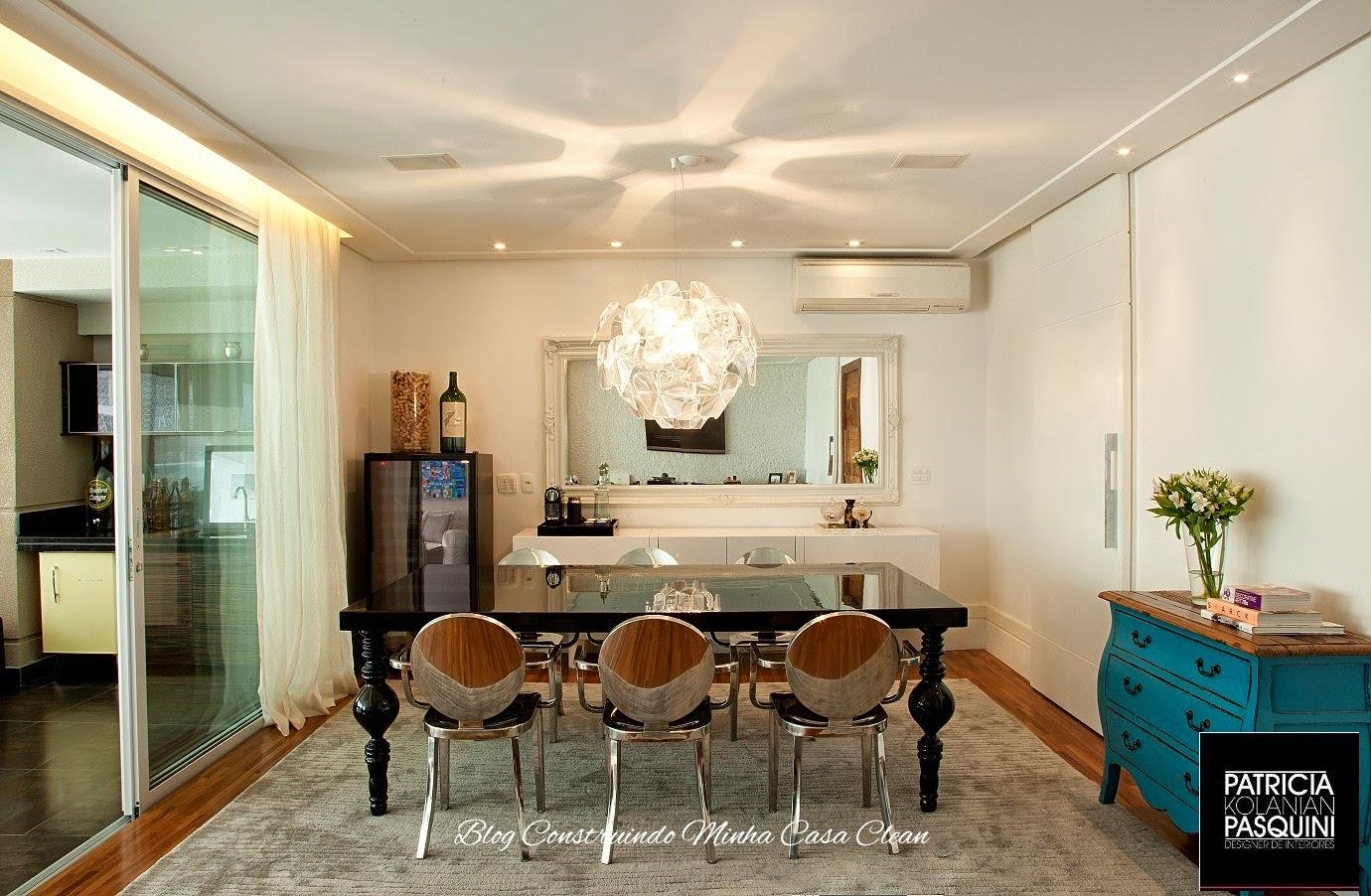Sala De Jantar Retangular ~ Pendente em formato de esfera luminosa! Sala clara com mesa retangular