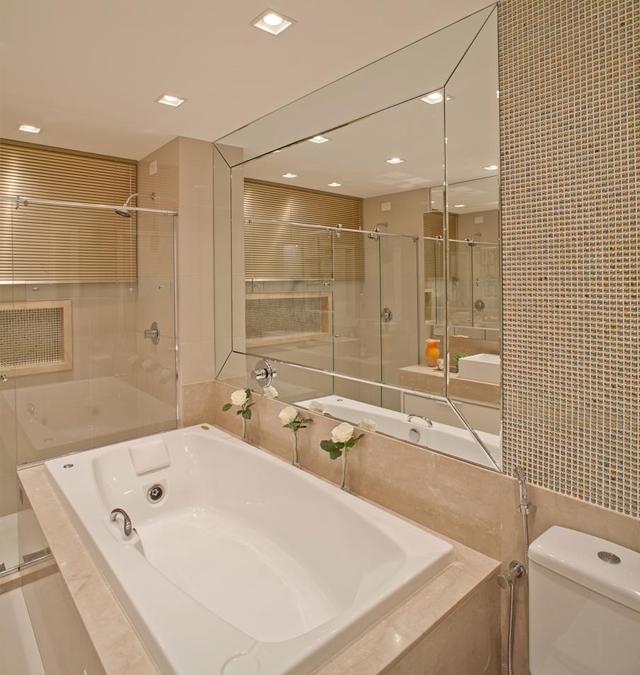 Apartamento com decoração clássica e contemporânea neutra chiquérrimo!  Deco -> Banheiros Planejados Com Granito