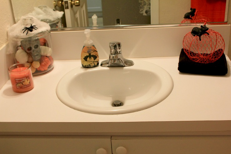 Simple Halloween Bathroom Decorating Tips #LoveAmericanHome #ad