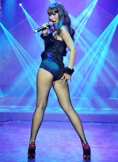 """Siêu mẫu Hà Anh được đánh giá là người có đôi chân sexy và """"Tây"""" nhất trong làng mốt Việt."""