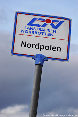 Nordpolen Busshållplats. Jo faktiskt. På riktigt!
