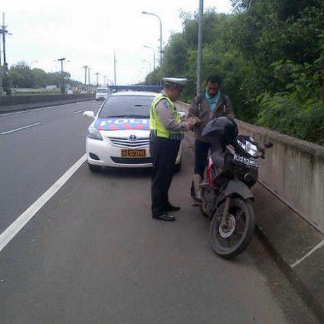 Pengendara Motor Masuk Tol Ditilang PJR