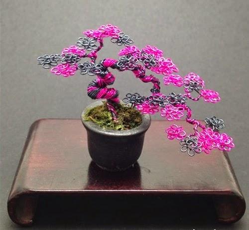 07-Ken-To-aka-KenToArt-Miniature-Wire-Bonsai-Tree-Sculptures-www-designstack-co