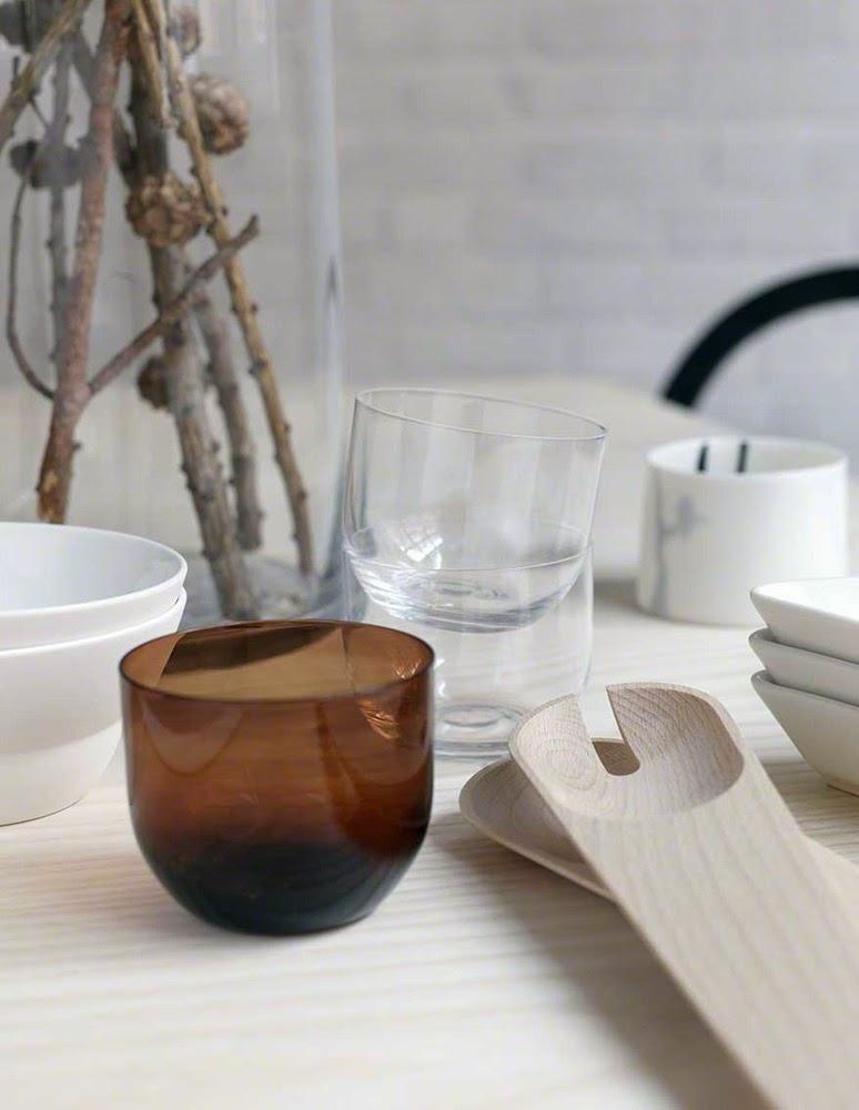leuchtend grau interior magazin celebrating soft minimalism aus wenig viel machen. Black Bedroom Furniture Sets. Home Design Ideas