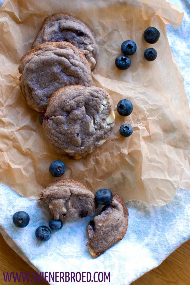 Saftigste Heidelbeer-Cookies mit weißer Schokolade [wienerbroed.com]