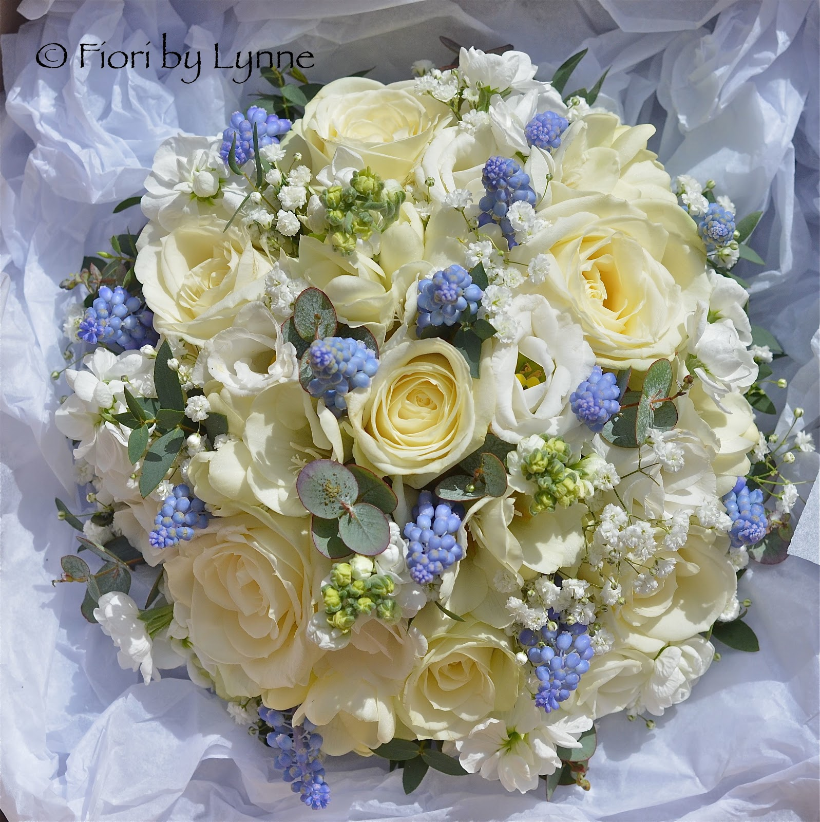 Wedding flowers blog carmen 39 s blue and white spring for Bouquet hotel