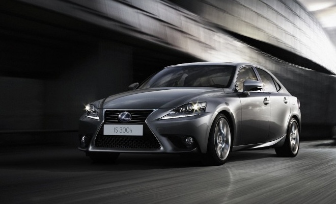 2013 Lexus IS 300h front view