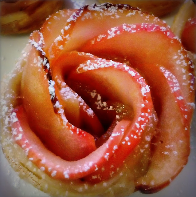 apple pastry that looks like a rose