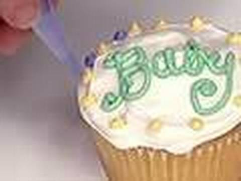 Cupcakes baby shower cupcake decorating ideas baby for Baby shower cupcake decoration ideas