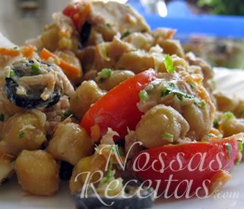 receita de salada saudável com grão-de-bico