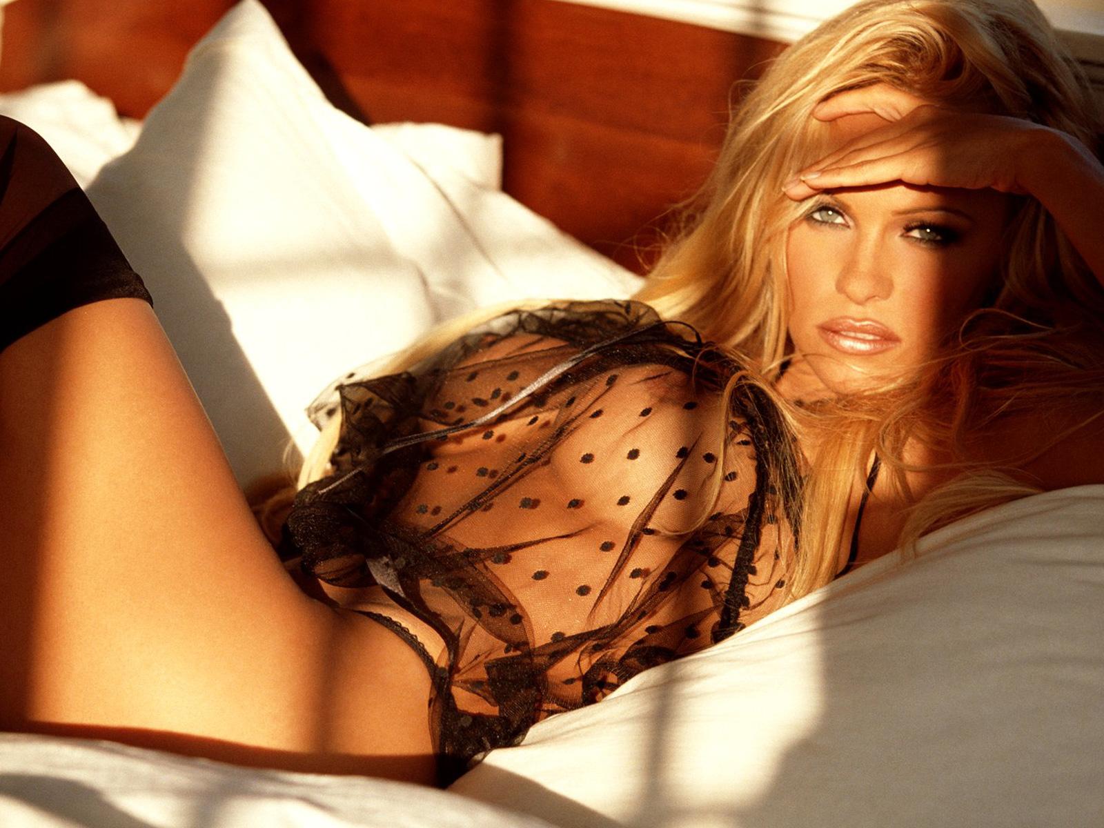 Pamela anderson hot xxx nude 5