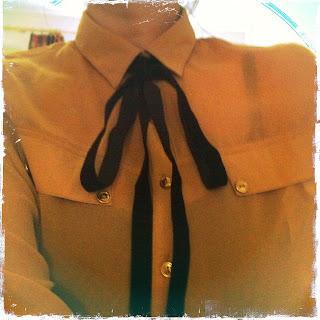 DIY Das mach ich selber! Bluse mit Samtschleife
