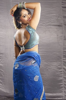 Anushka-in-blue-saree-spicy-hot-photos