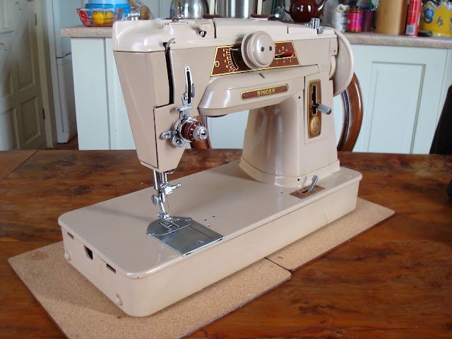 Singer 401G Sewing Machine showing needle and tension unit