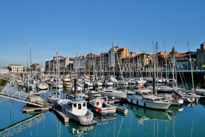 Anda mira asturias urbana gij n for Jardines de la reina gijon