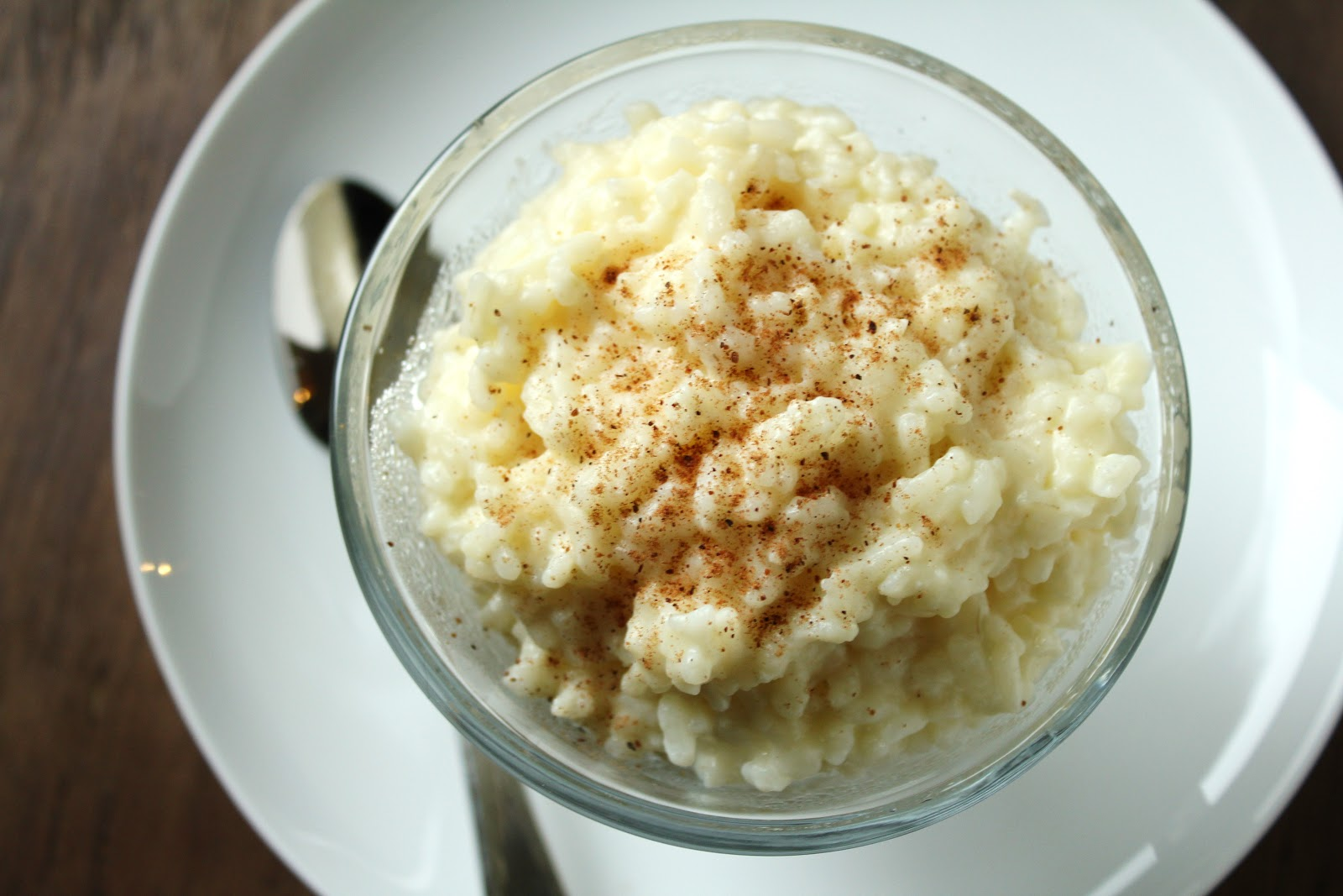 creamy vanilla rice pudding with ground nutmeg sprinkled on top