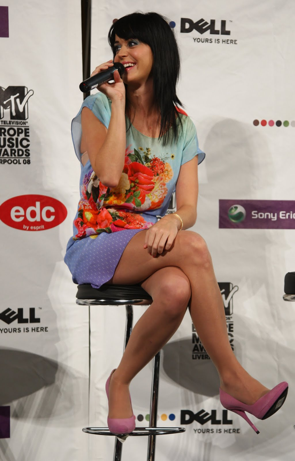 http://2.bp.blogspot.com/-o3out11NCjQ/Ta7-aUrM5eI/AAAAAAAAAG0/JfAXEkXYoOg/s1600/02030_Celebutopia-Katy_Perry-MTV_Europe_Music_Awards_Press_Conference-16_122_366lo.jpg
