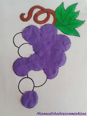 Manualidad infantil: racimo de uvas de plastilina