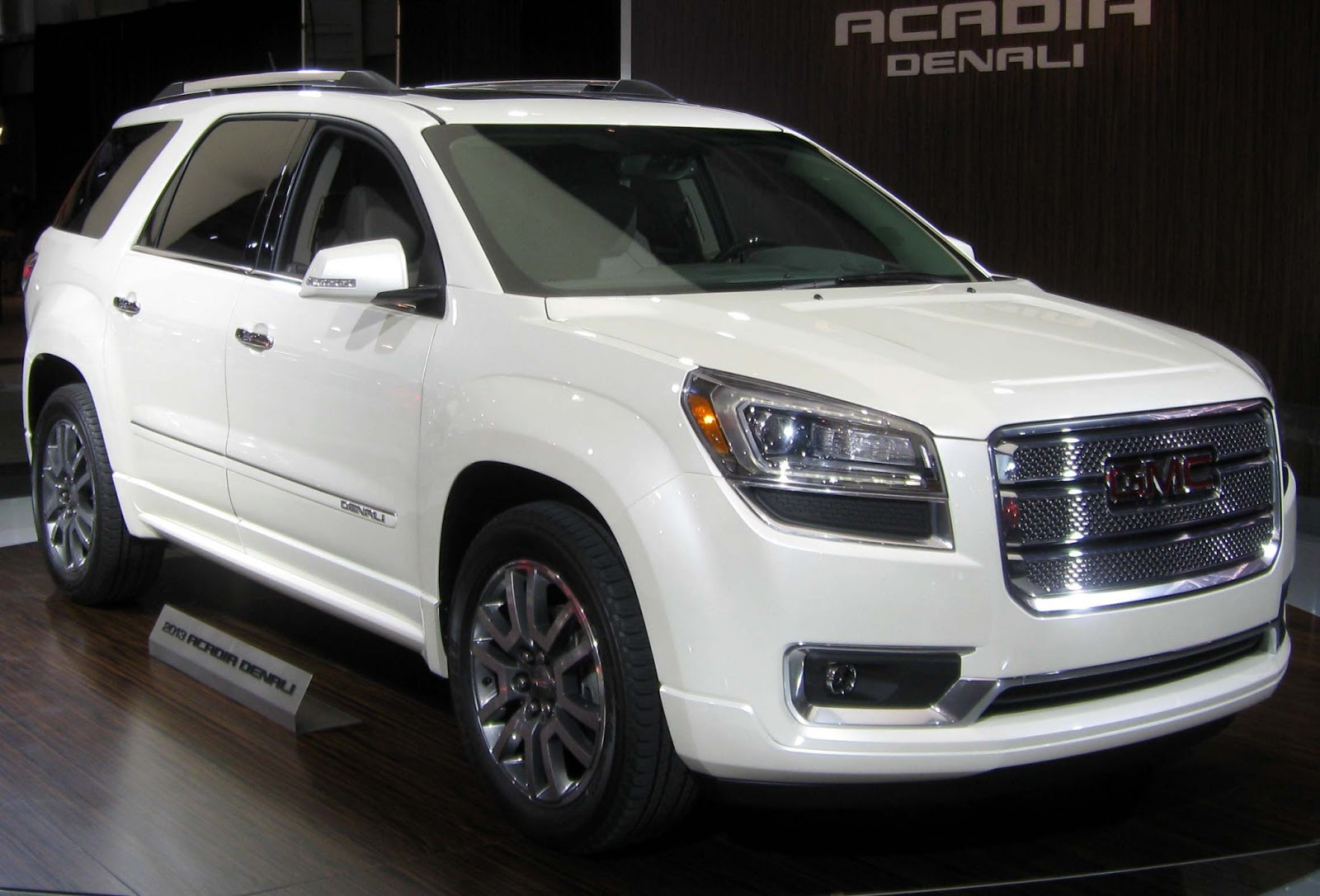 latest cars models gmc acadia 2013. Black Bedroom Furniture Sets. Home Design Ideas