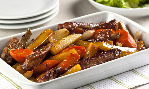Receita de Costelinha suína assada com legumes