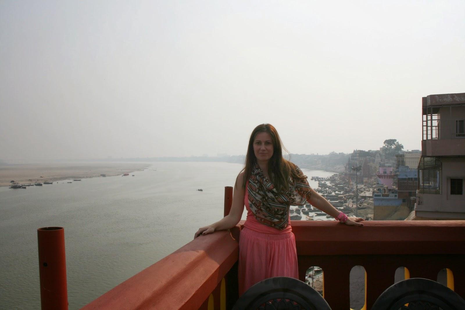 Viaje a India: hotel Ganpati guesthouse frente al rio Ganges en Varanasi (Benares)
