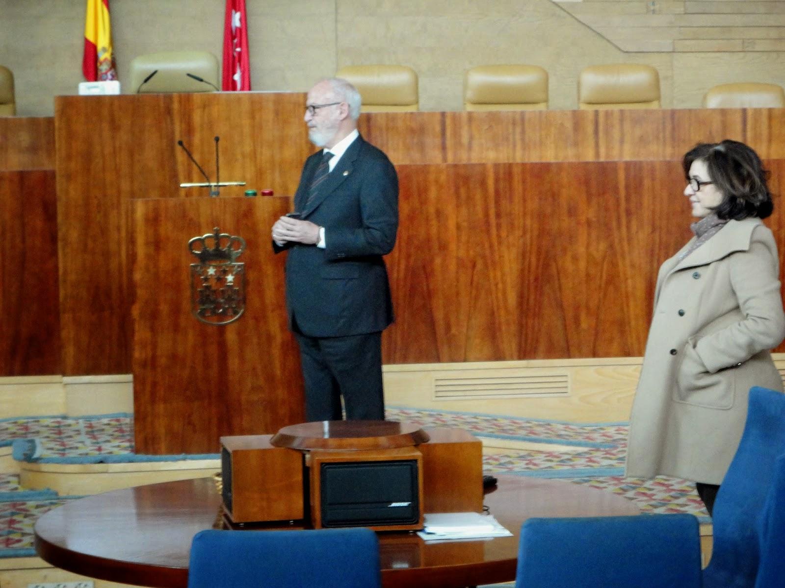 El Presidente de la Asamblea, José Ignacio Echeverría, saludó a los vecinos de Moratalaz.