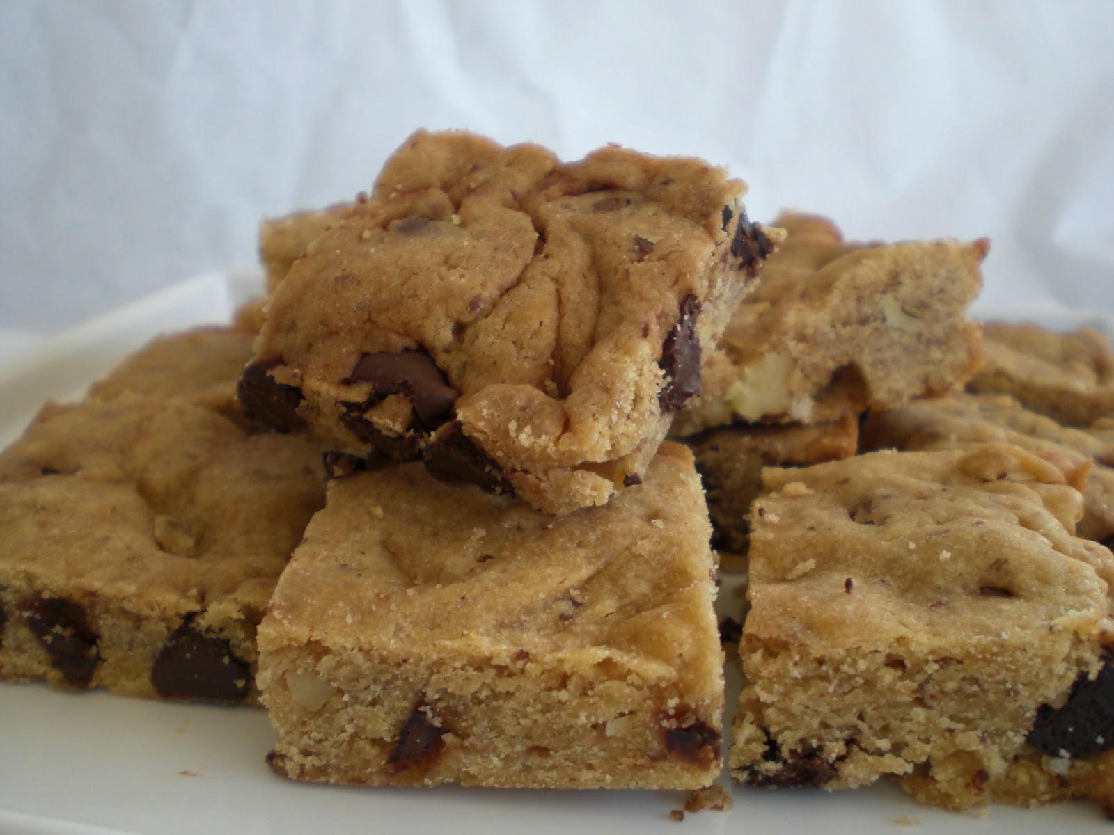 ... Sweet Treats: Dark chocolate chip and walnut blondies (eggless