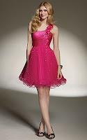 Къса рокля с една презрамка и переста пола в малиново червено, дизайнер Mori Lee