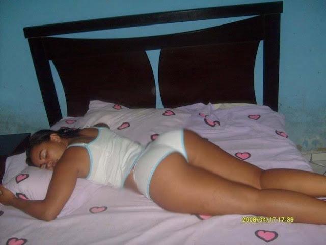 Gostosa Dormindo De Bunda Pra Cima
