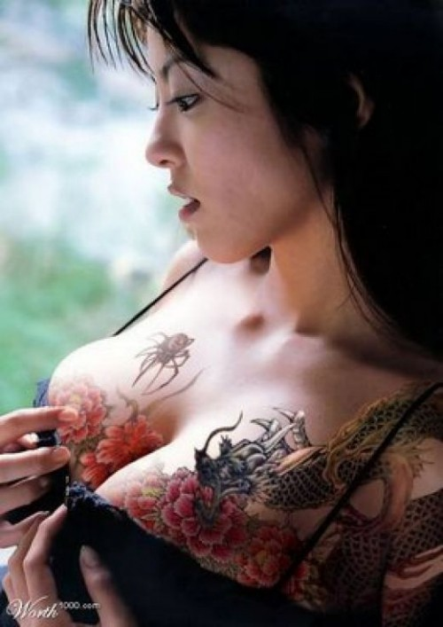 AMAZING TATTOOS GIRLS BREAST Design 2011