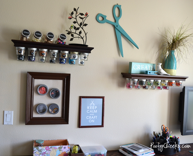 Craft room reveal complete with sawhorse styled desk by Poofy Cheeks via I Love That Junk