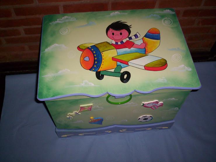 Bau menino no avião R$ 160,00 medidas 64cx48x48