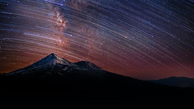 Star trails over Mount Shasta in California (© Brad Goldpaint/Aurora Photos) 714