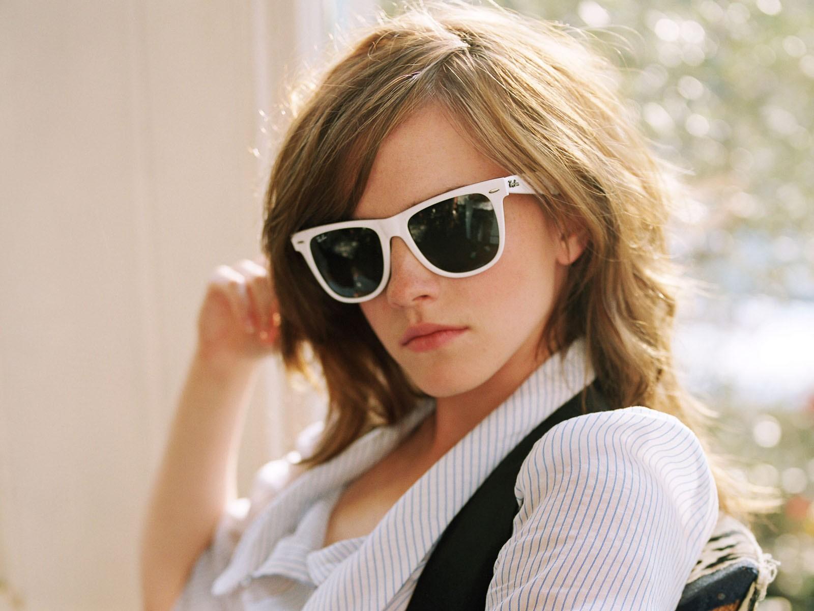 http://2.bp.blogspot.com/-o5xL5aLeCck/T9kNX-f2-3I/AAAAAAAAHJg/cjZj1VZOeLE/s1600/Wallpapers+de+Emma+Watson,+Imagenes+-+Www.10Pixeles.Com+%284%29.jpg