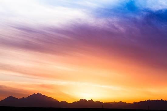 pemandangan-awan-di-gurun-sahara