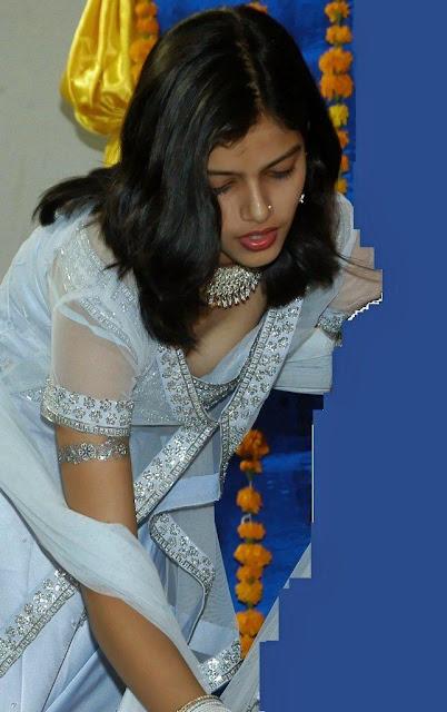 Desi Girl Photo: Desi aunty with biggest breast indianudesi.com