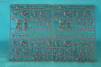 Las dos matrices iguales de la caja de Warhammer 40000: Venganza Oscura