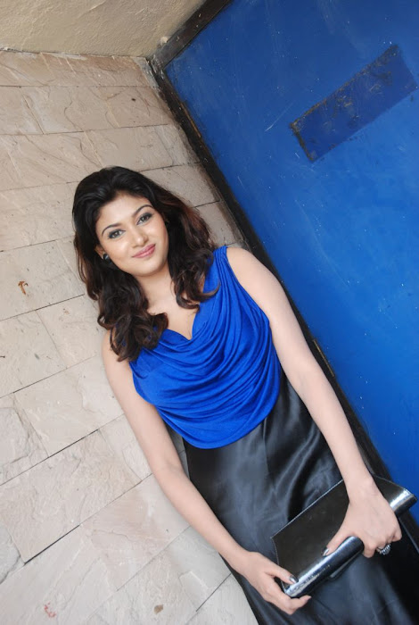 oviya spicy in blue dress for azhagan azhagi audio launch actress pics