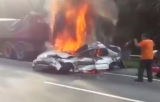 Video Pemandu Kereta Terbakar Kemalangan Dengan Treler Di Highway PLUS
