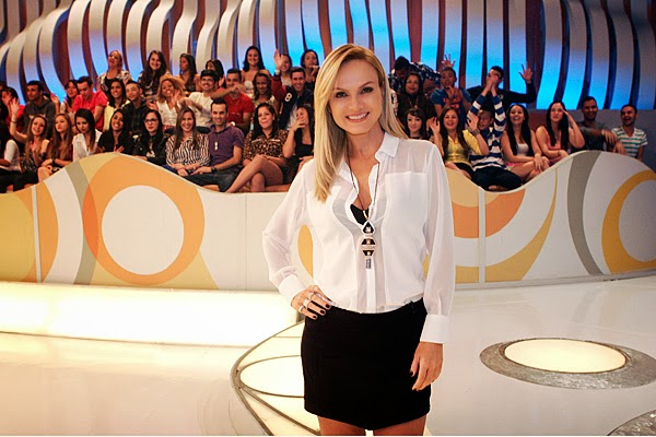 APRESENTADORA ELIANA, SBT, LOOK DO DOMINGO